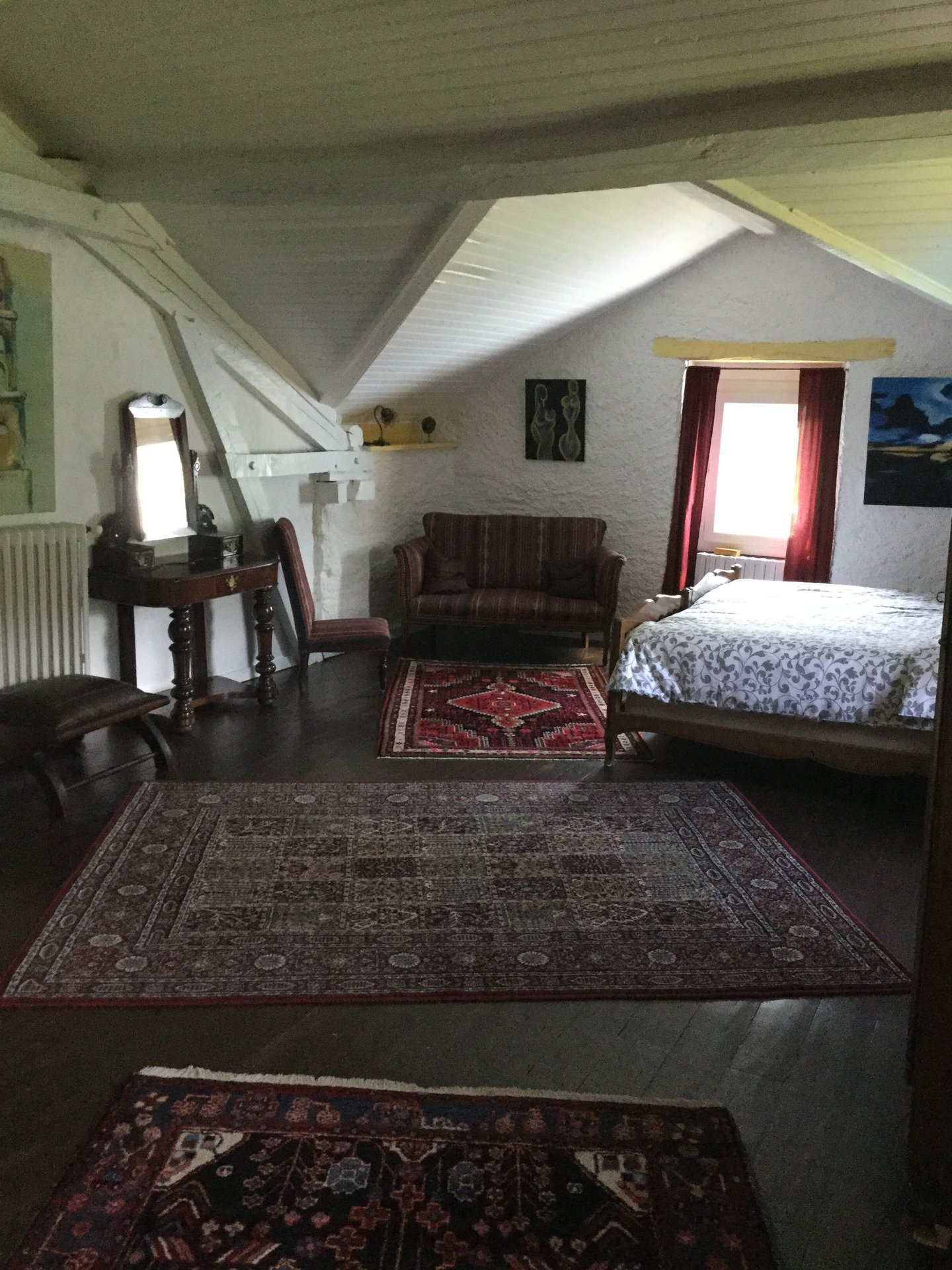 GORGEOUS HOUSE PLUS APPARTMENT IN PICTURESQUE FOUGARONV