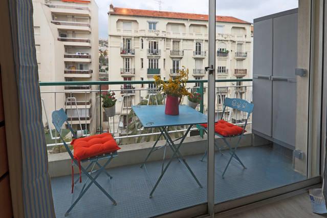 studio meuble /étudiants / courte durée / promenade des Anglais  /tramway / bus