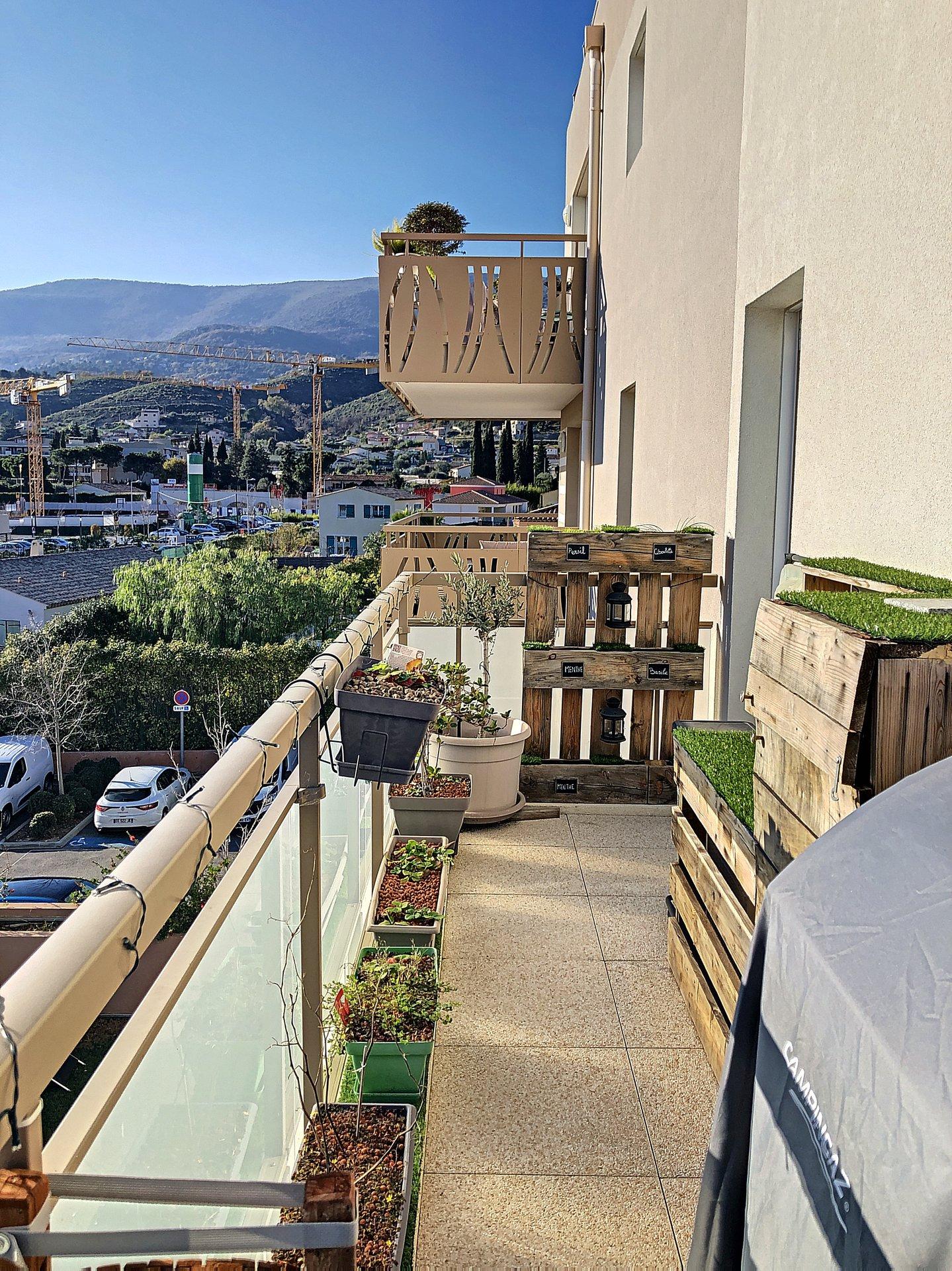 Plan de Carros (06510) - 3 pièces - terrasse