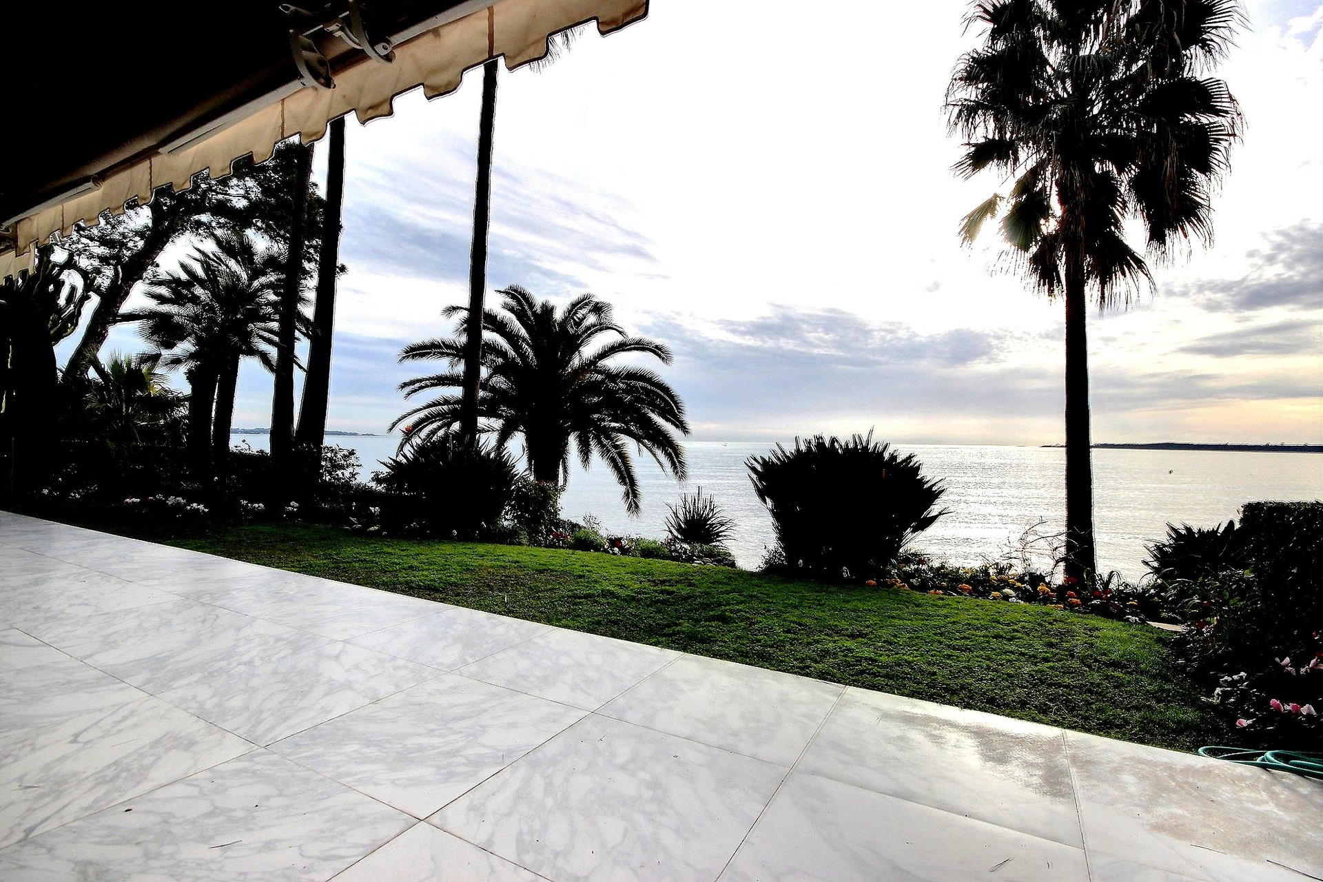 Exceptionell fastighet i Cannes Palm Beach