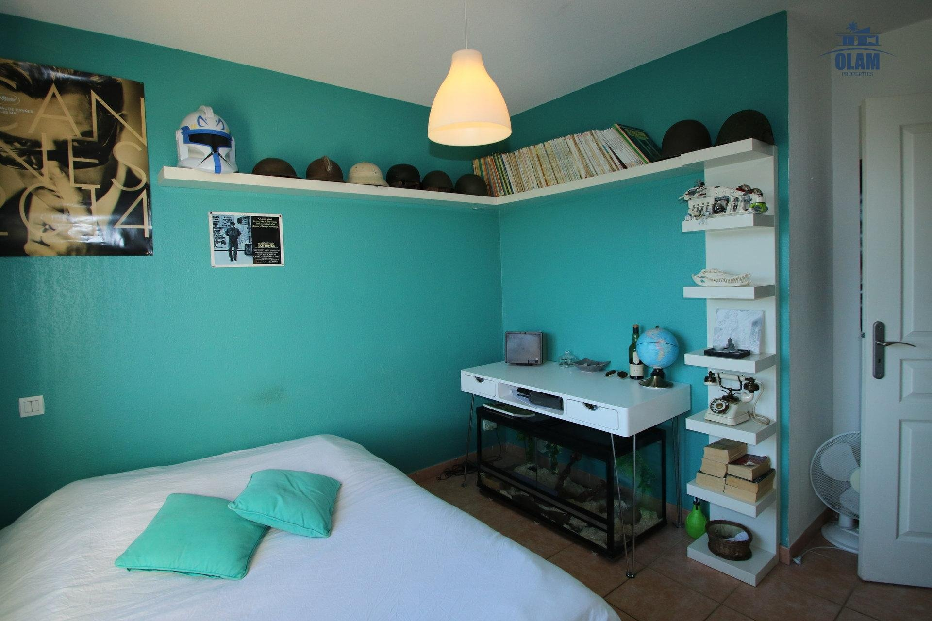 Bedroom, queensize bed, street view, Cannes, French Riviera