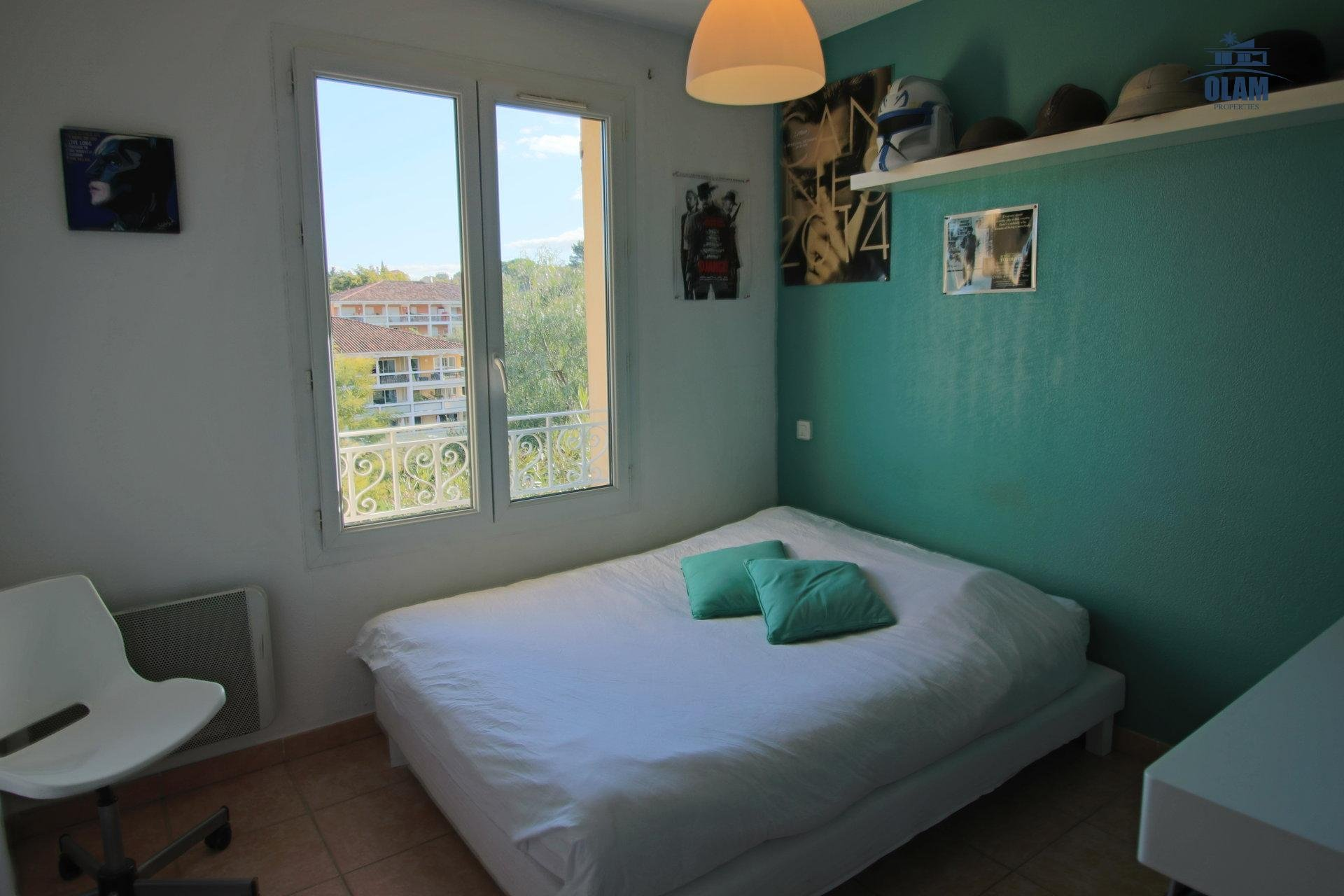Bedroom, queensize bed, city view, villa, Cannes, La Croisette, French Riviera