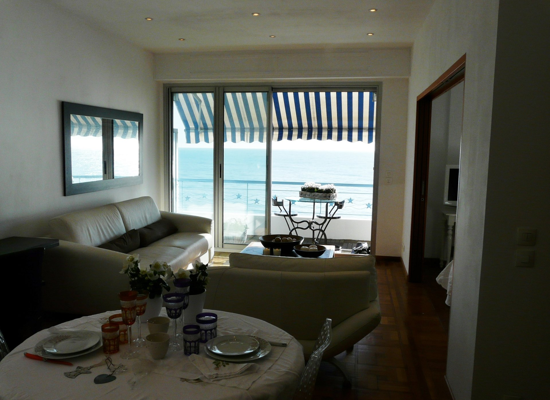 MAGNIFICANT APARTMENT FIRST LINE WITH SEA VIEW