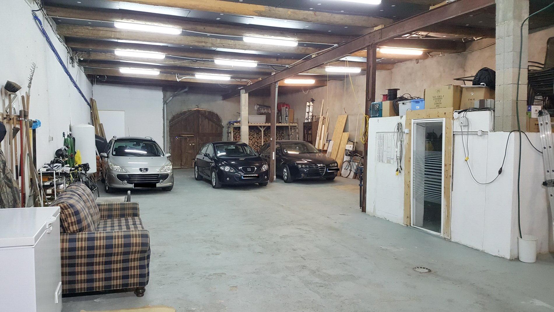 Stenhus med enormt garage och 2 terrasser