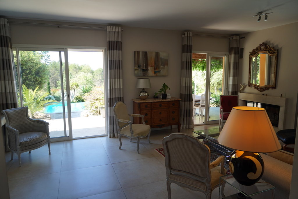5 Bedroomed House Facing South overlooking Massif des Maures