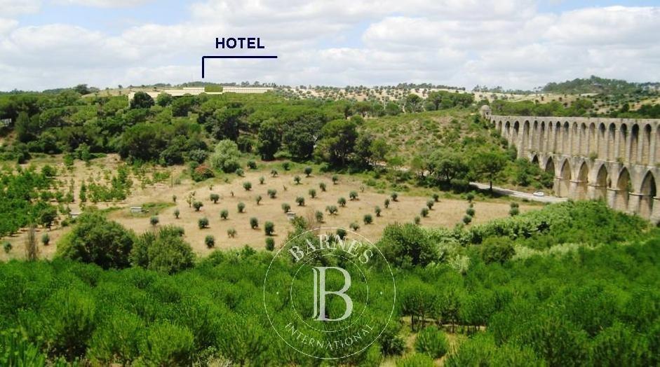 Terrain à bâtir pour terrain de golf, hôtel et 226 maisons