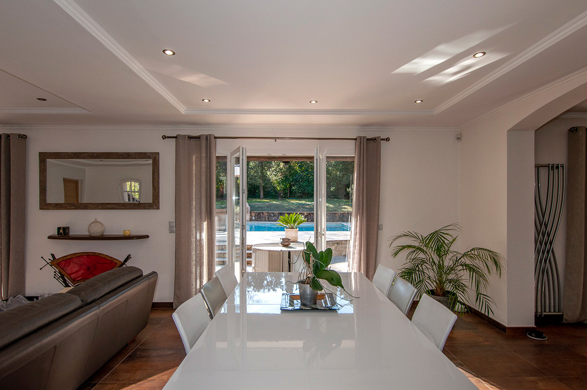 For Sale Valbonne - Villa refurbished, 3 bedrooms + 1 bedroom apartment, swimming pool