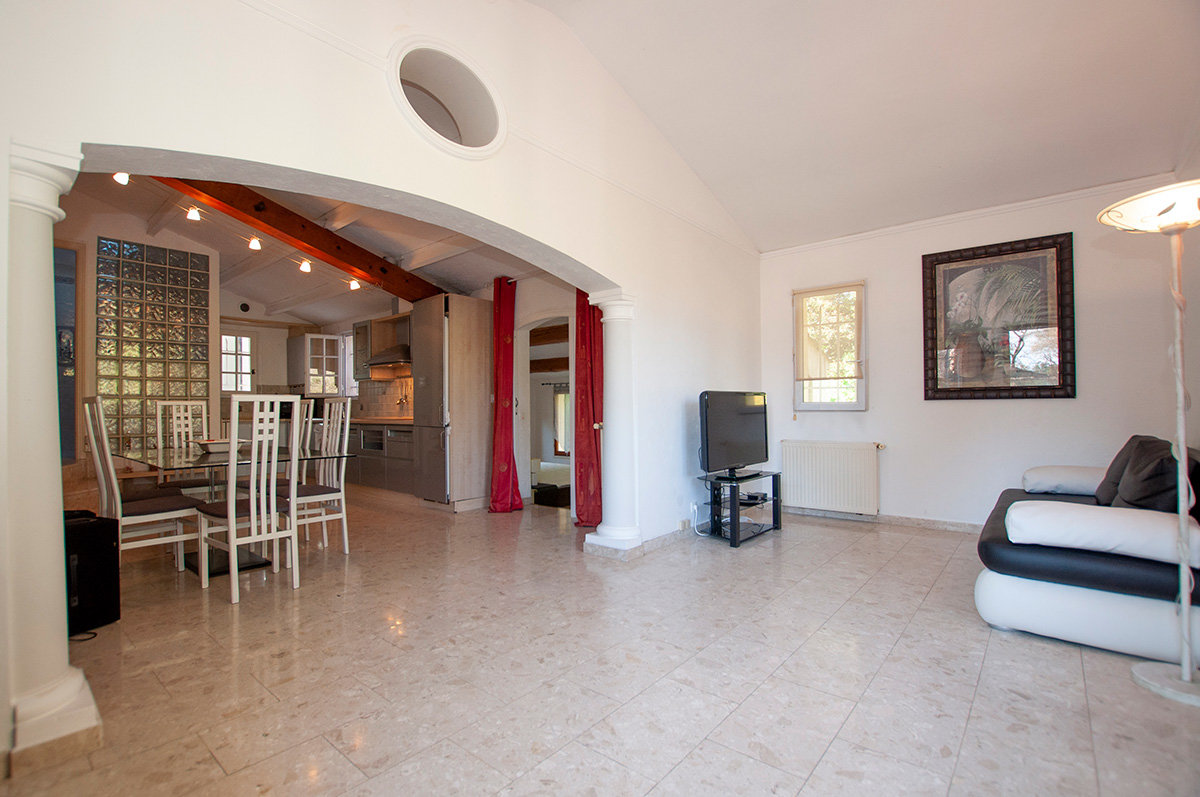 Beautifully refurbished 3 bed villa + apartment, swimming pool in Valbonne