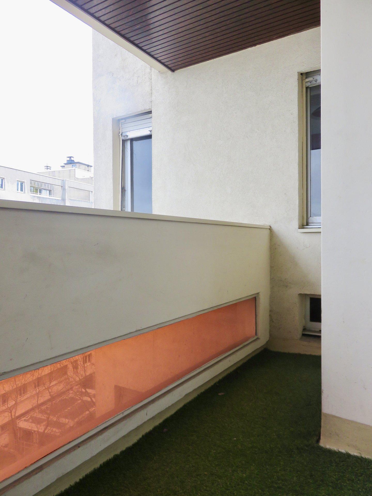 Paris - XVIII ème - M° Lamarck - Caulaincourt - STUDIO - ÉTAGE ÉLEVÉ AVEC ASCENSEUR - BALCON - VUE DÉGAGÉE