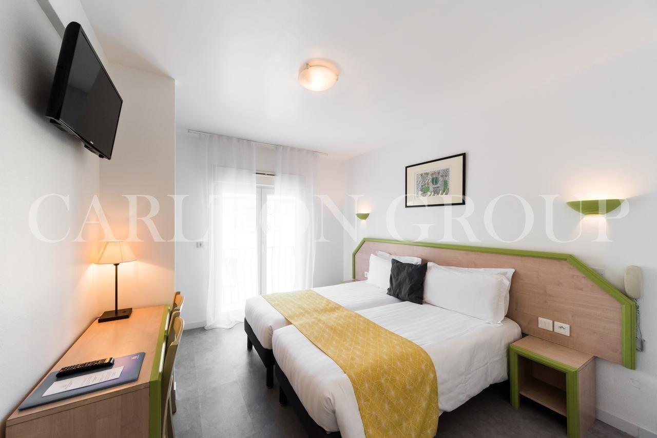 Hotel*** au calme à 50m du coeur de la ville et 100M de la mer