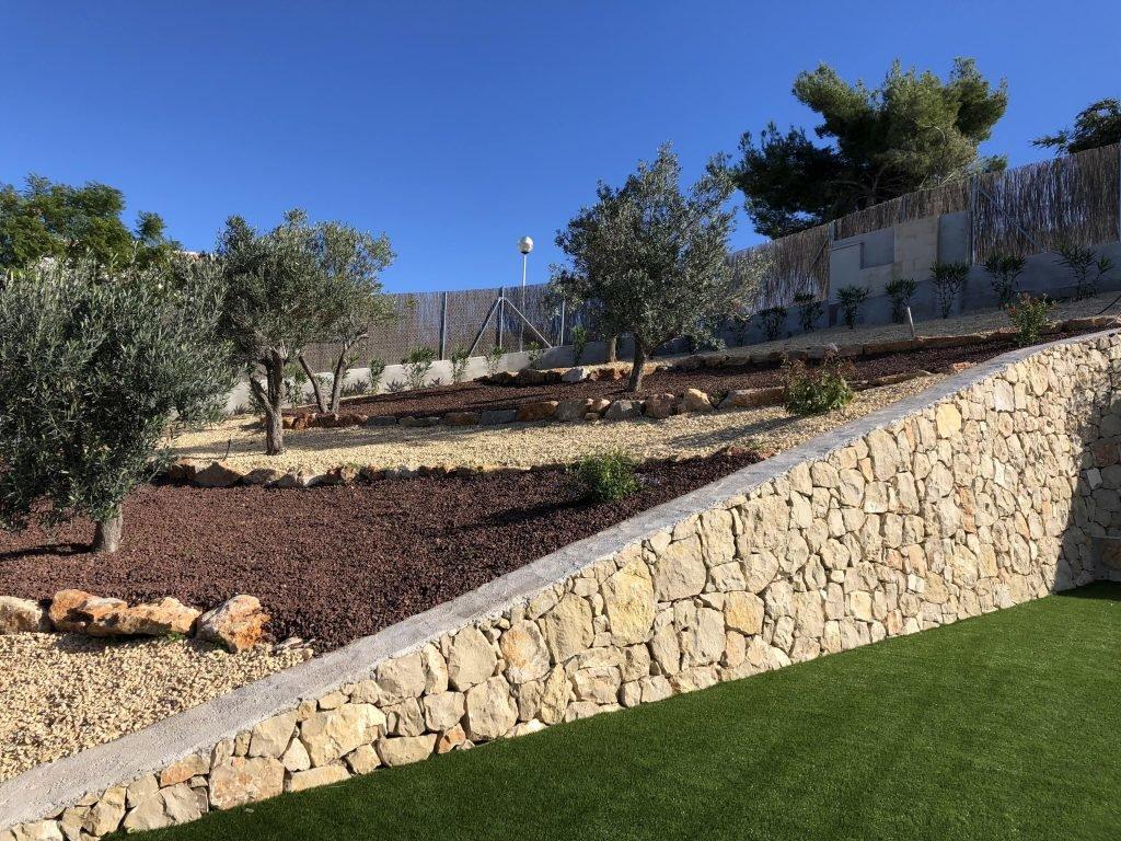 Nouvelle construction avec vue sur les montagnes