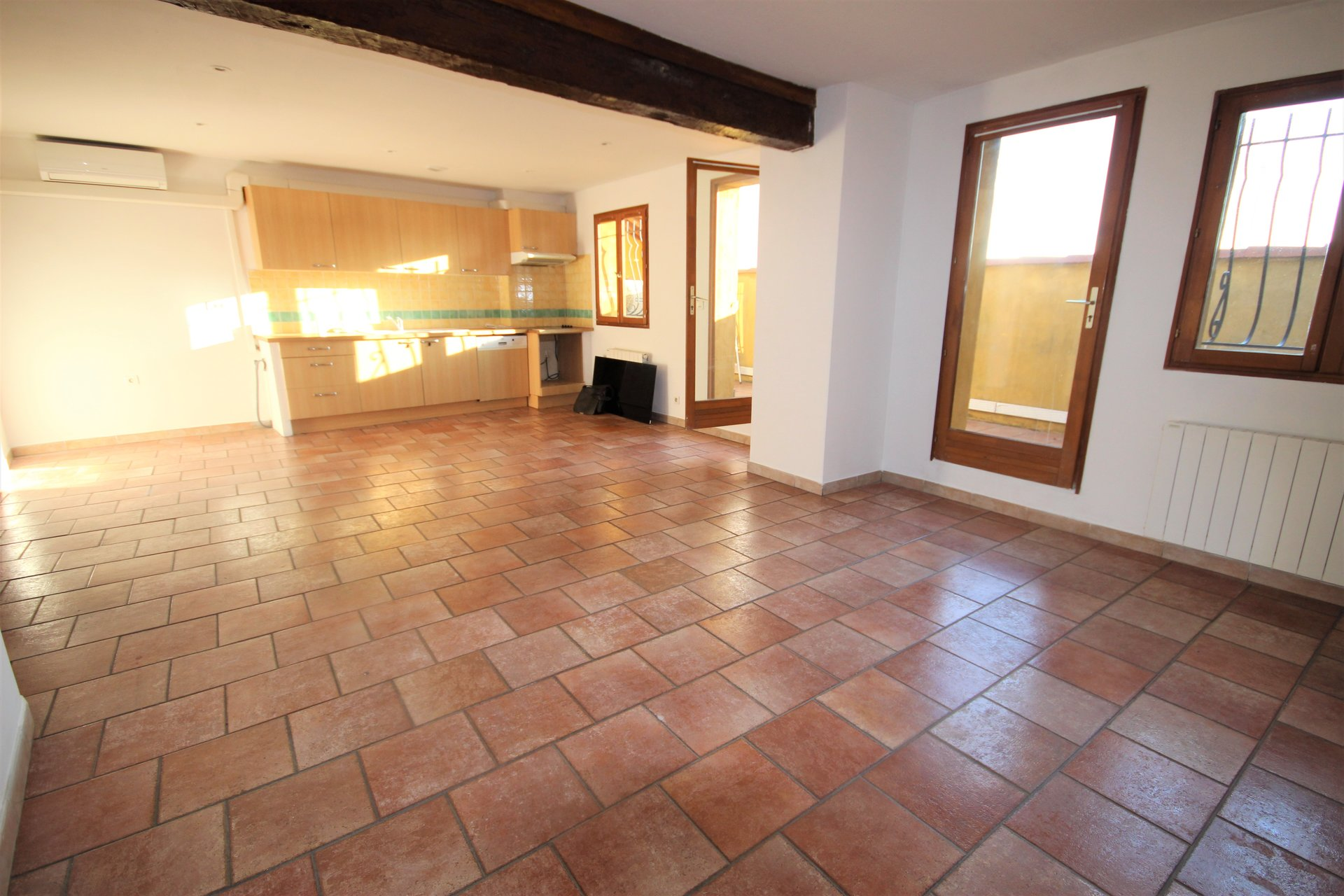 MANDELIEU SALE 3 ROOMS ON THE LAST FLOOR OF A HOUSE WITH GARAGE