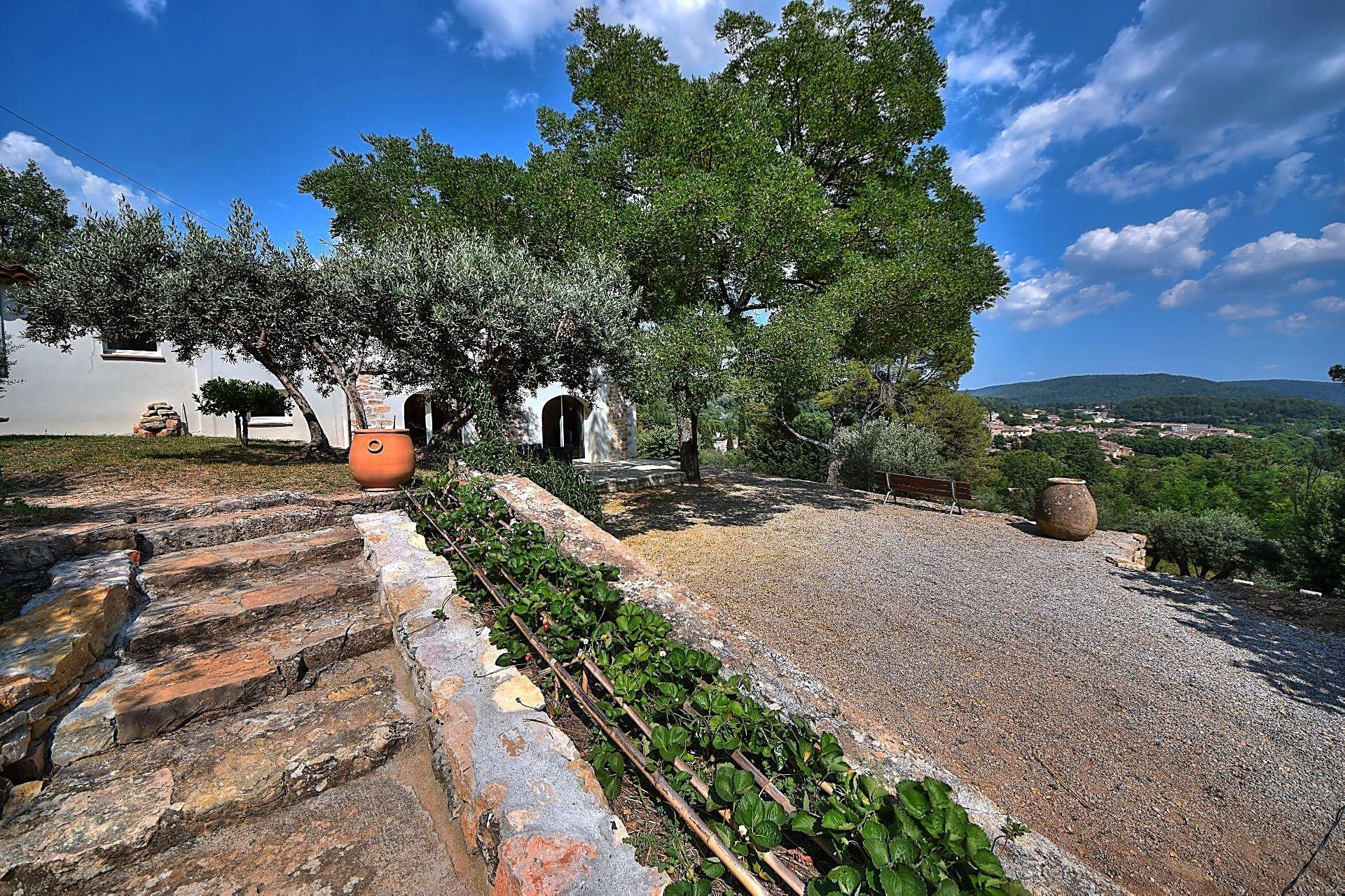 Salernes, joli mas avec piscine - Vue panoramique - A pieds du village