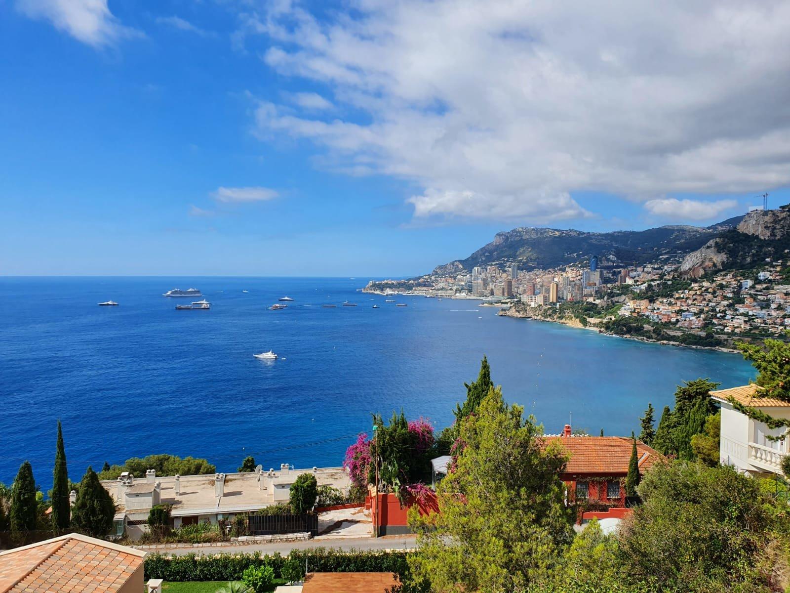 Villa moderne à rénover surplombant la mer et Monaco