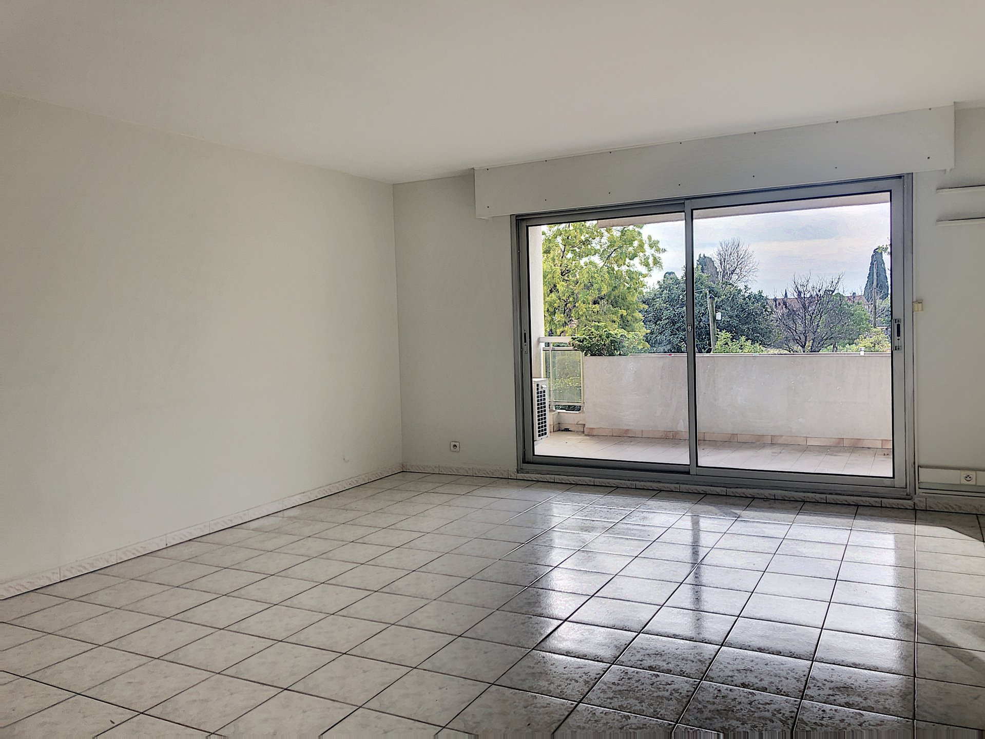 CAGNES SUR MER (06800) - Appartement 3p - 2 terrasses - parking - cave
