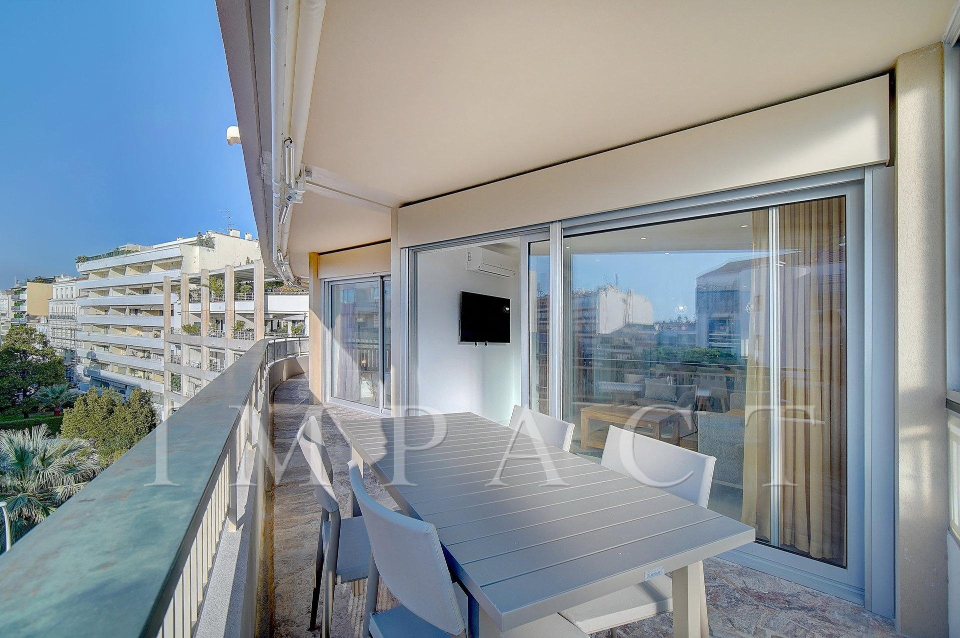 4 room apartment completely renovated to rent in the Center Cannes
