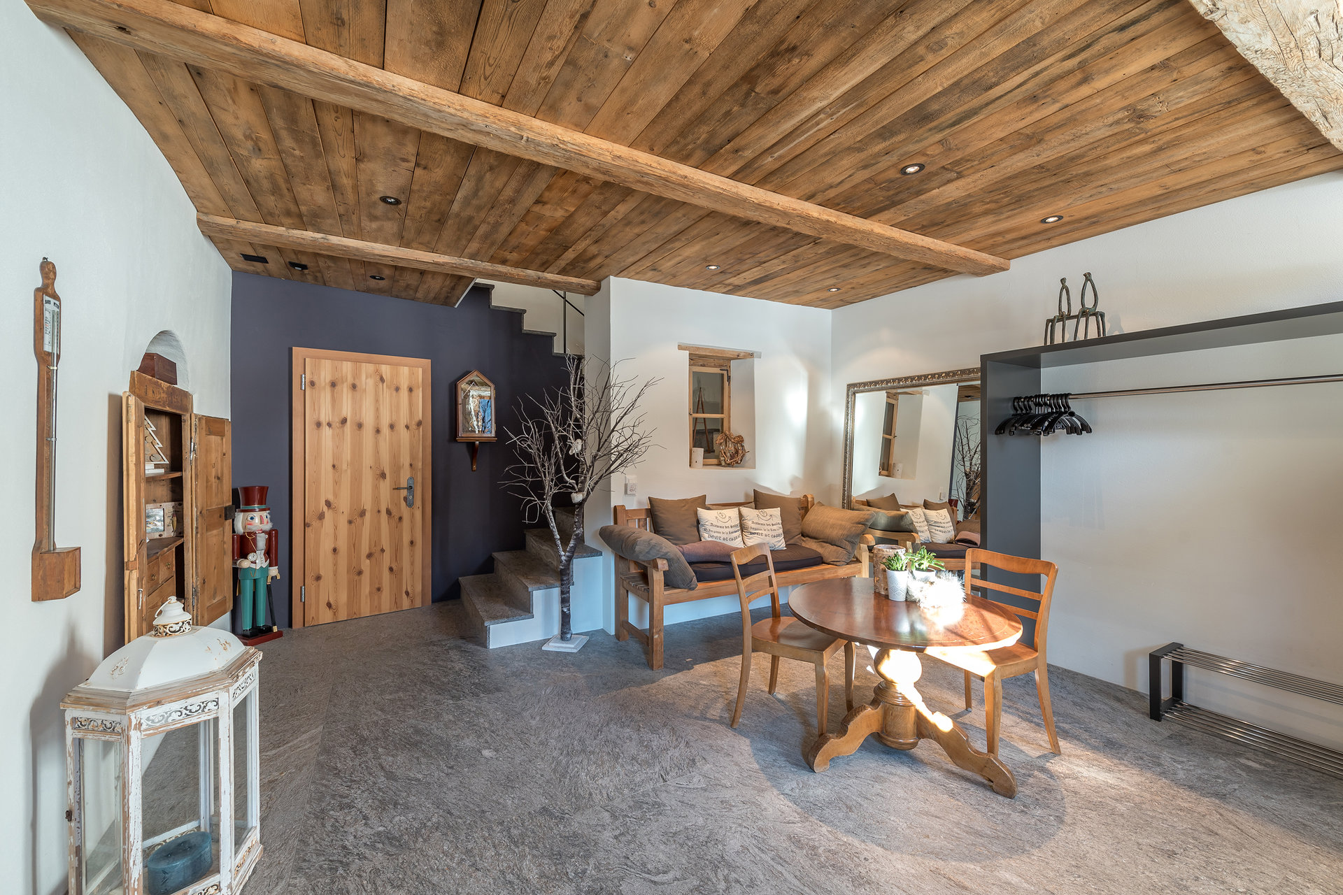 Mountain house for sale in Scoul - guests living room