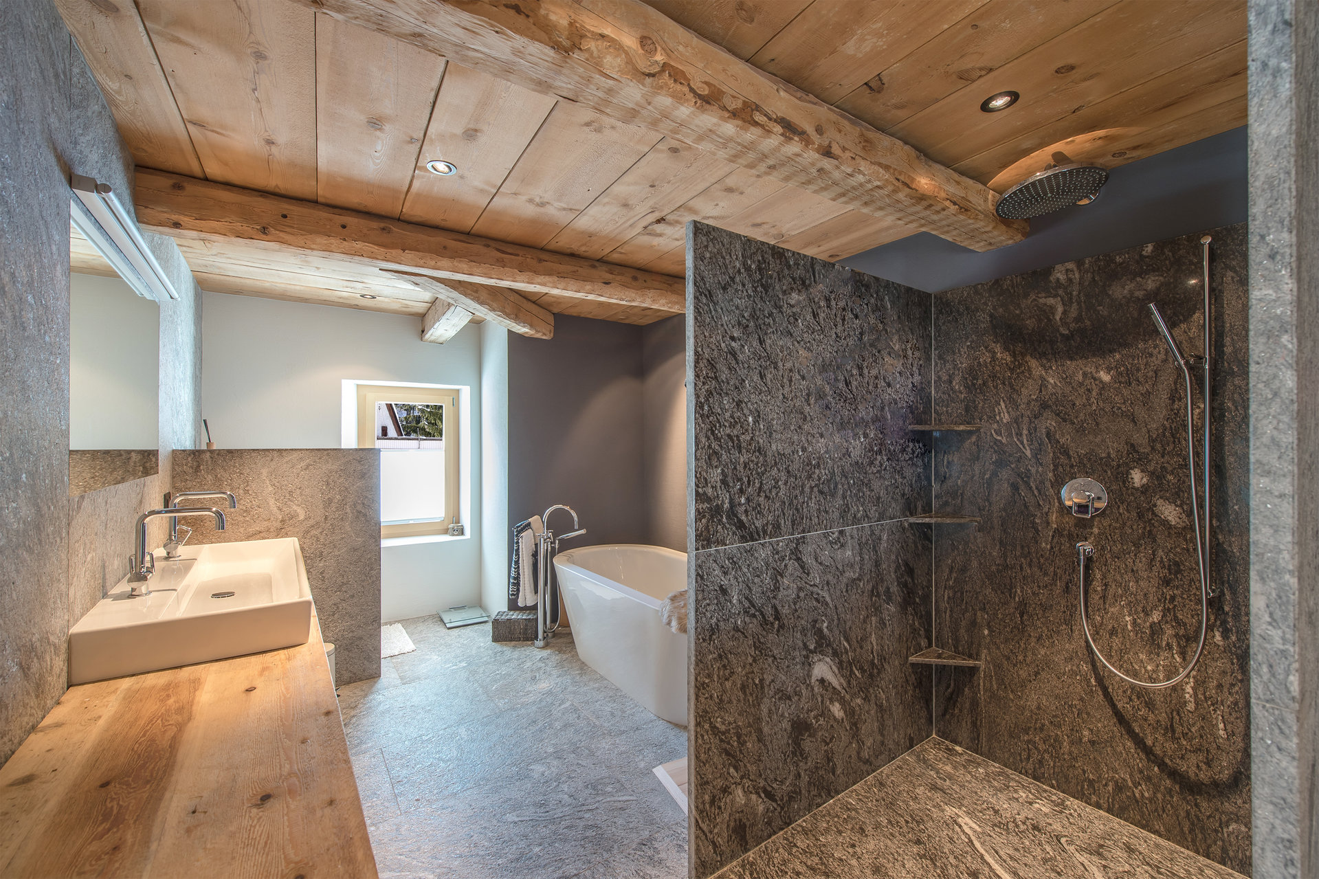 Mountain house for sale in Scoul - master bathroom with sauna
