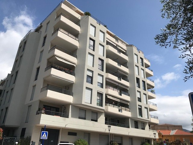 Résidence de Standing- Centre Carnolès- T3  avec parking et terrasse