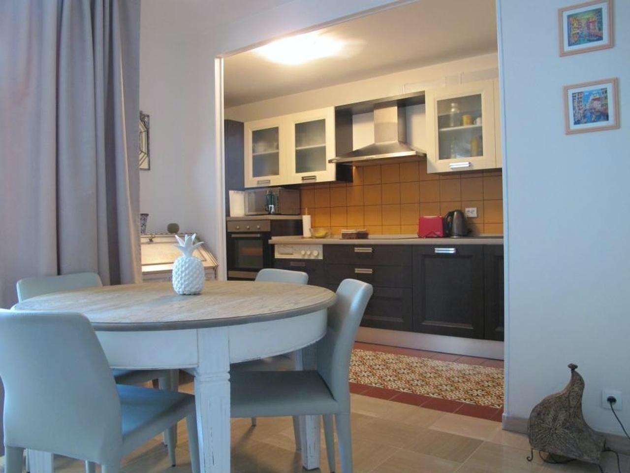 Lägenhet I exklusiv residens med pool och parkering