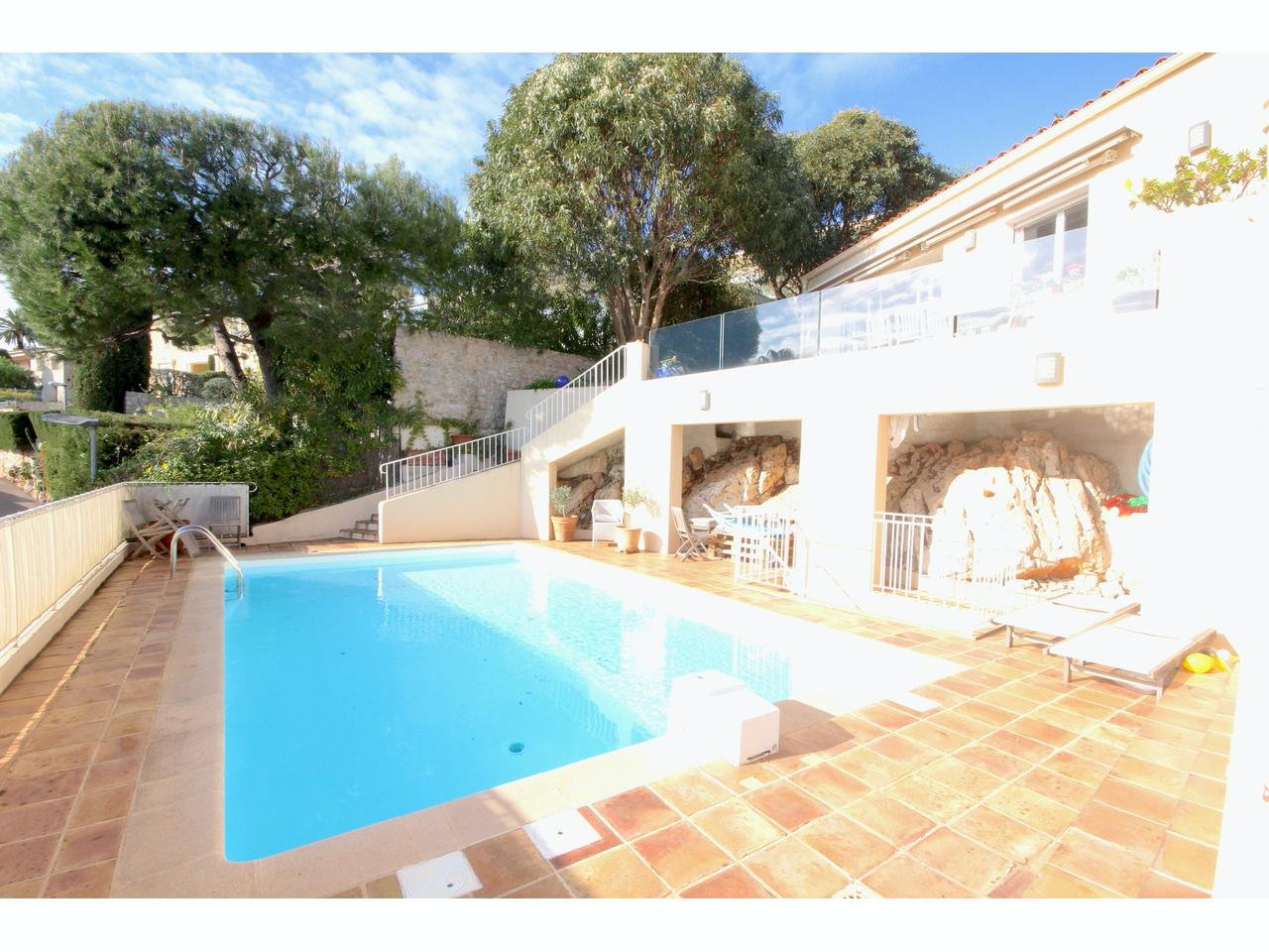 Villa with independent studio and pool