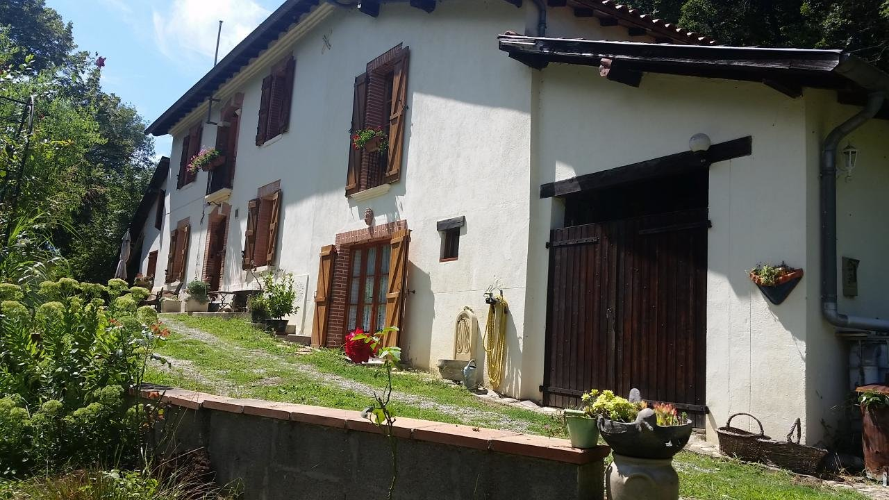 Charming property of 160 m² with its adjoining park of around 1.2 hectares
