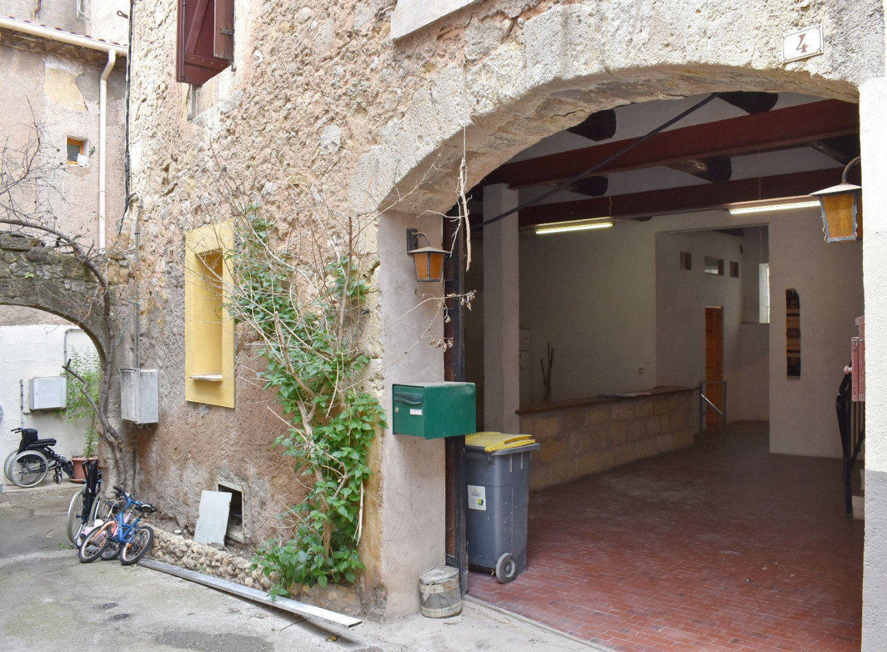 Apartment 4 km from Pezenas with potential