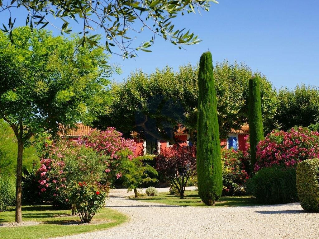 Property with tennis court in Saint Rémy de Provence