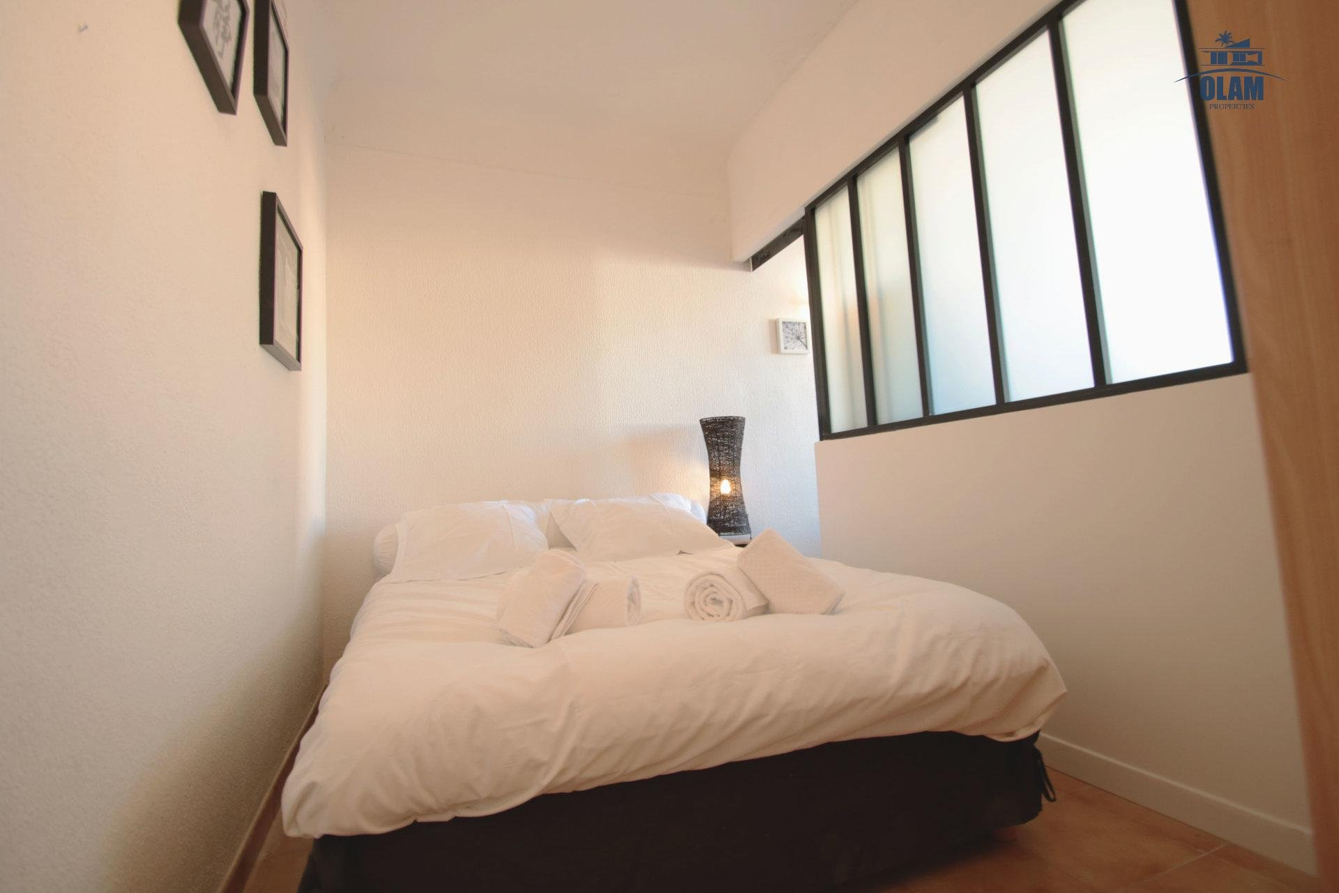 Bedroom, queensize bed, Cannes, French Riviera, Croisette
