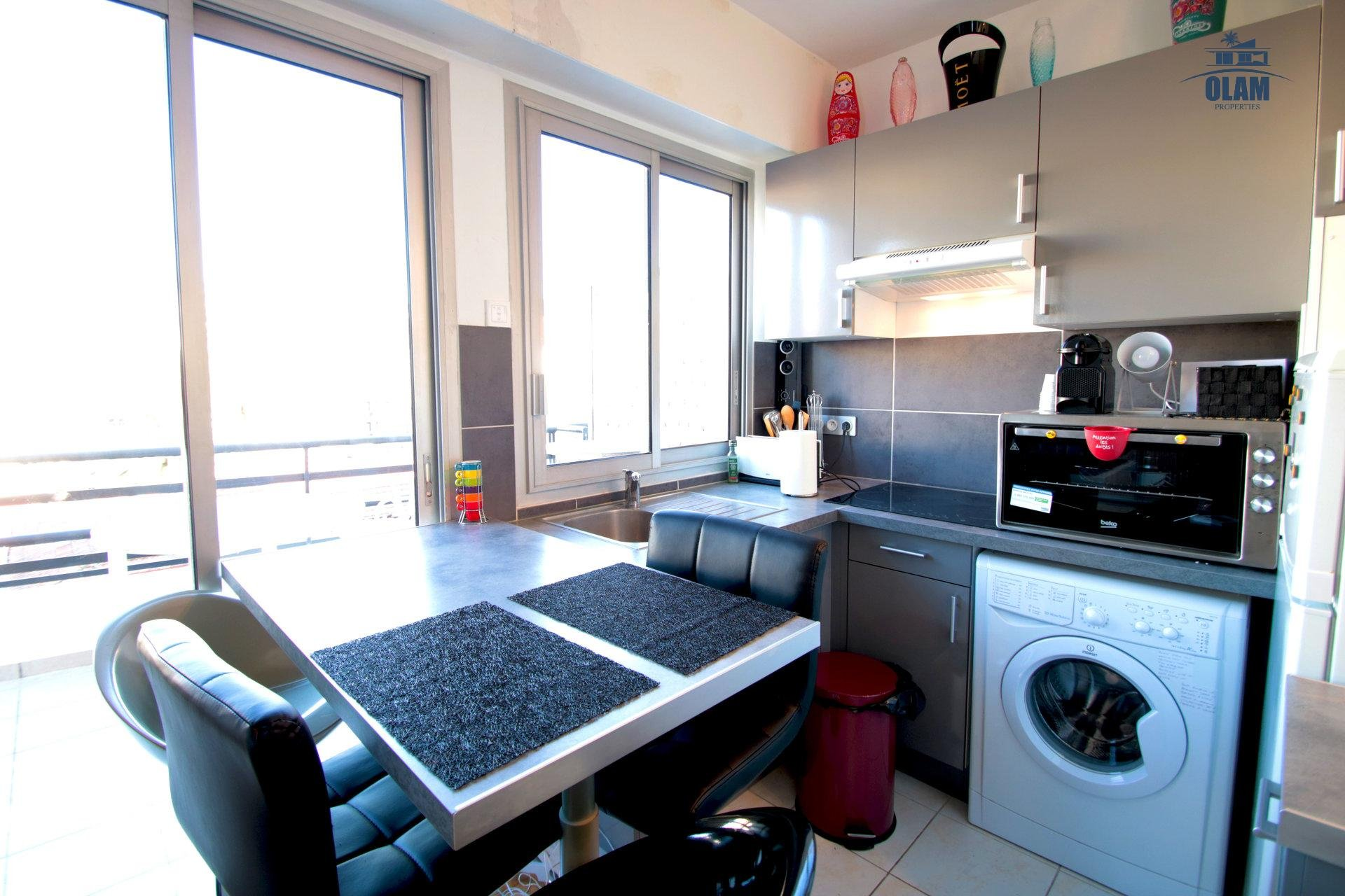 Kitchen, oven, fridge, eating area, Cannes, French Riviera