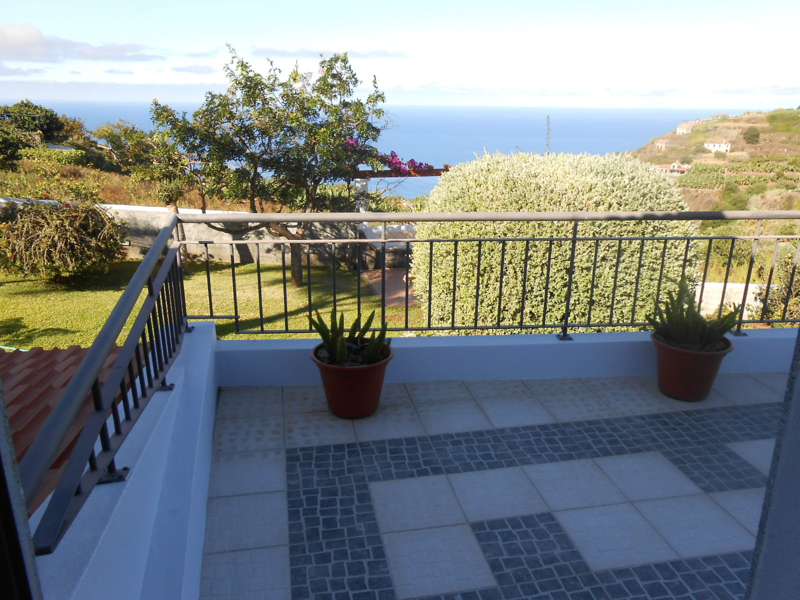 Natural stone house renovated with charm, splendid ocean view.
