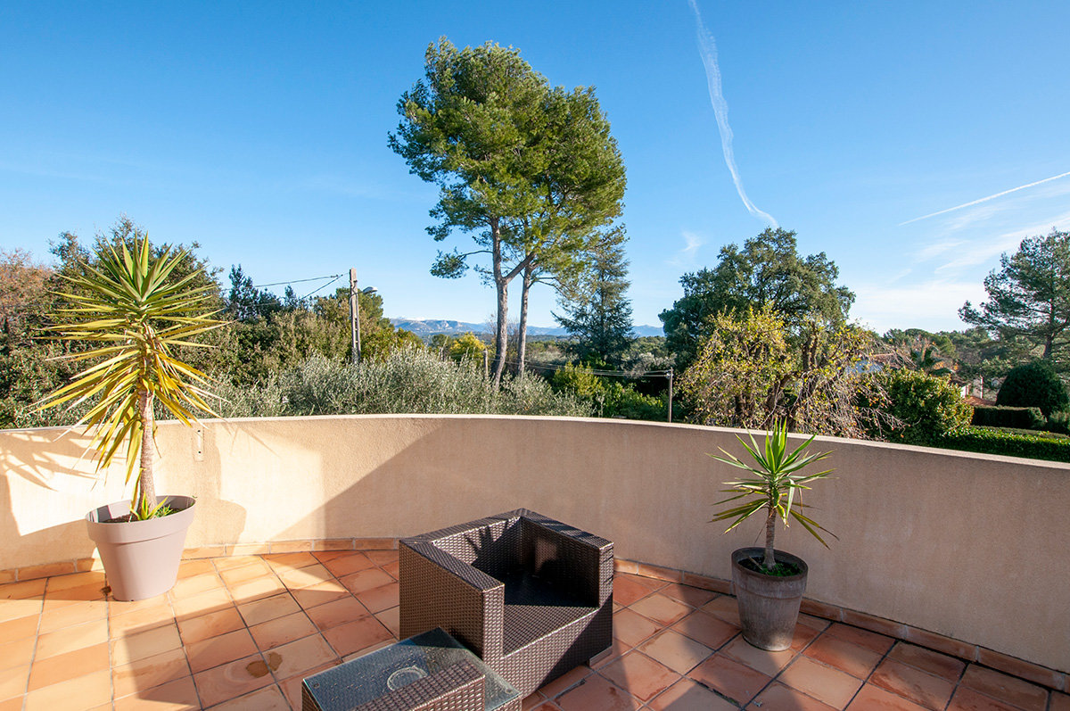 Beautifully renovated 4 bed villa walking distance to Valbonne