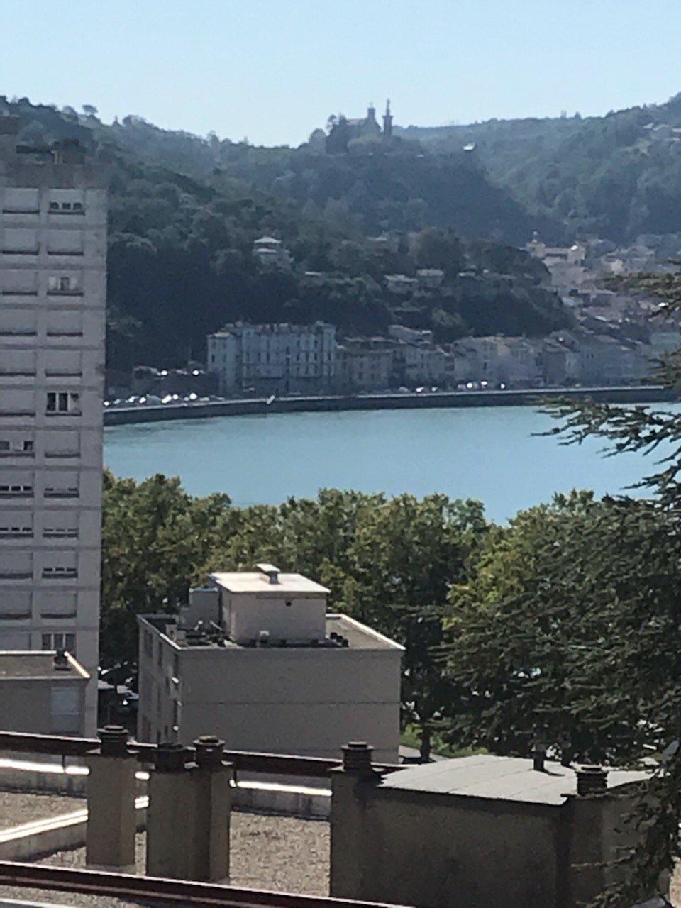 VIENNE, appartement T4 traversant de 78 m² avec balcon