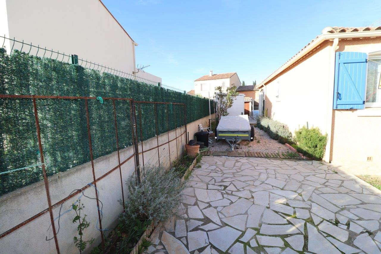 Néfiach. Très belle villa de plain-pied avec piscine