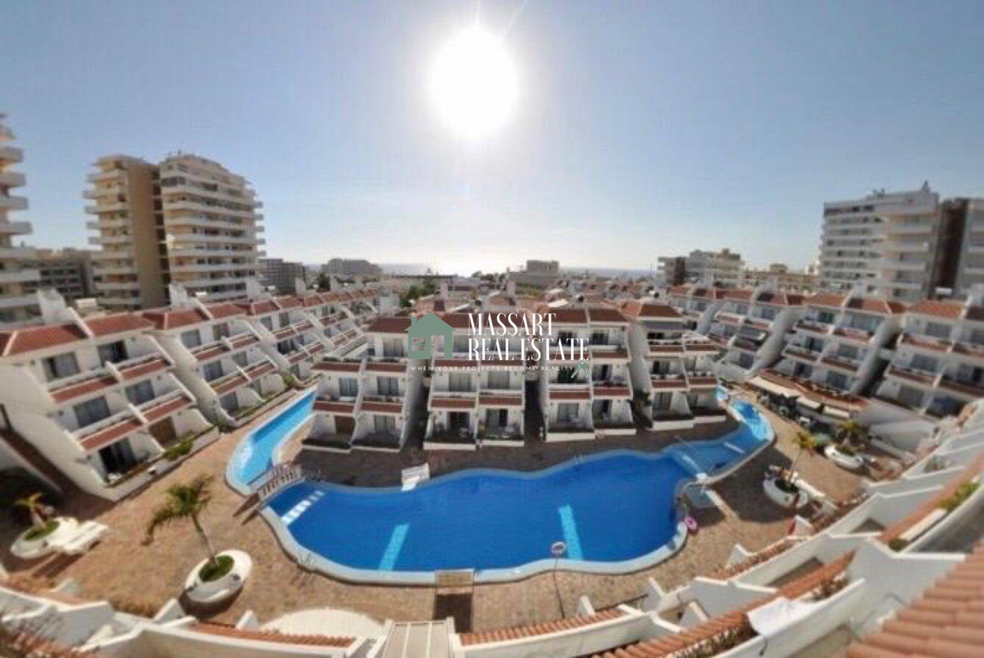 En venta en la estratégica zona de Playa de las Américas, en el complejo residencial Las Floritas, apartamento funcional de 52 m2 completamente amueblado.
