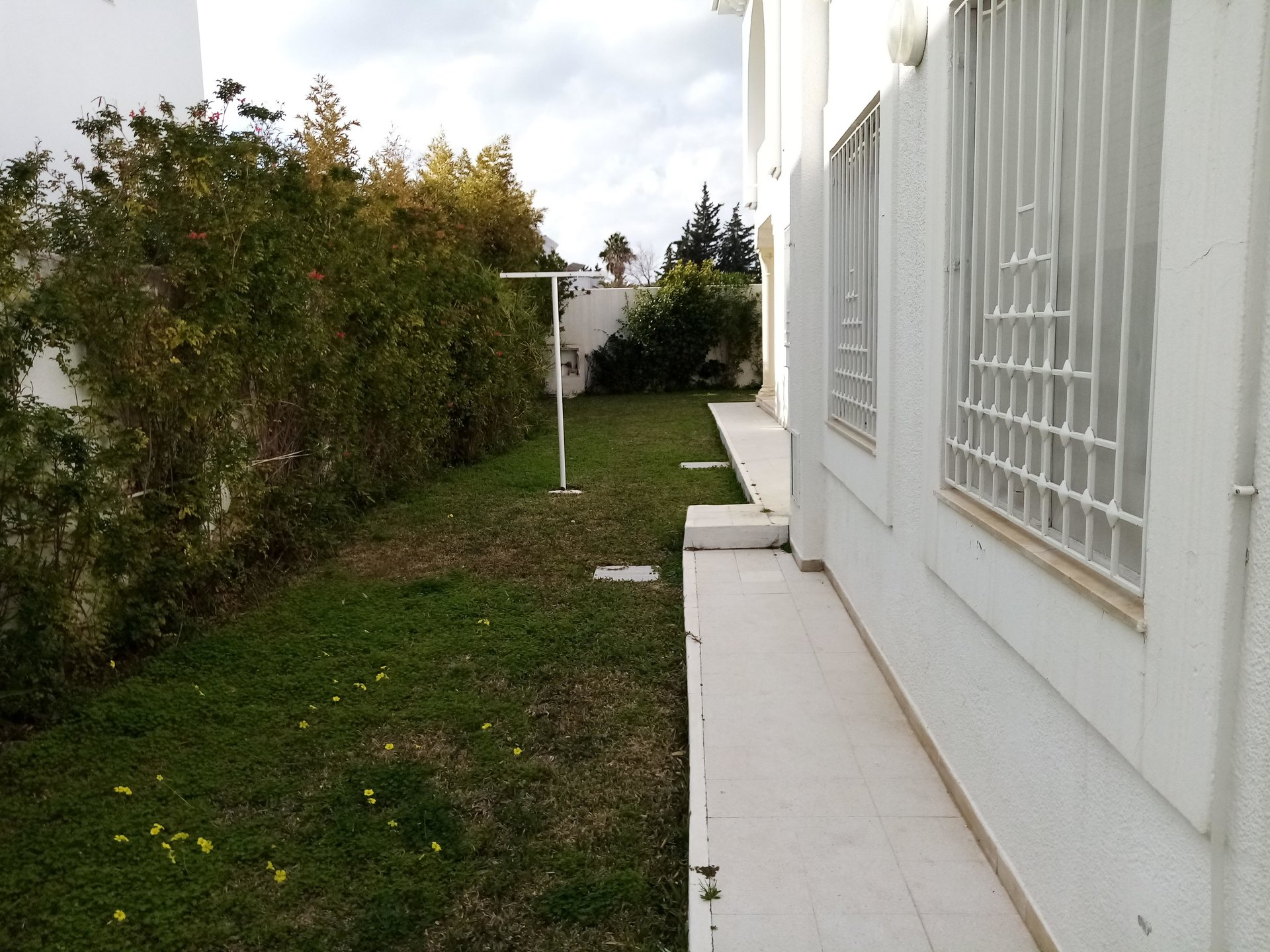 a louer grande villa avec jardin au lac 1