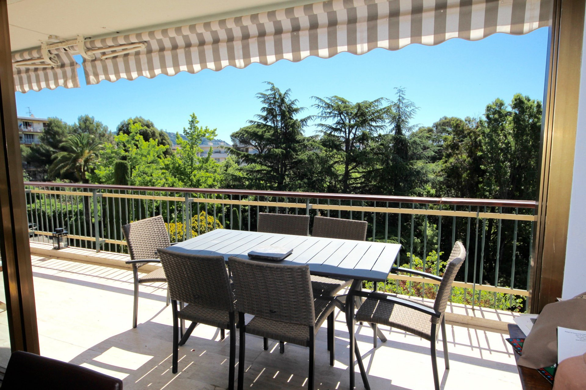 Bas Croix des gardes Very nice apartment 4 rooms with terrace