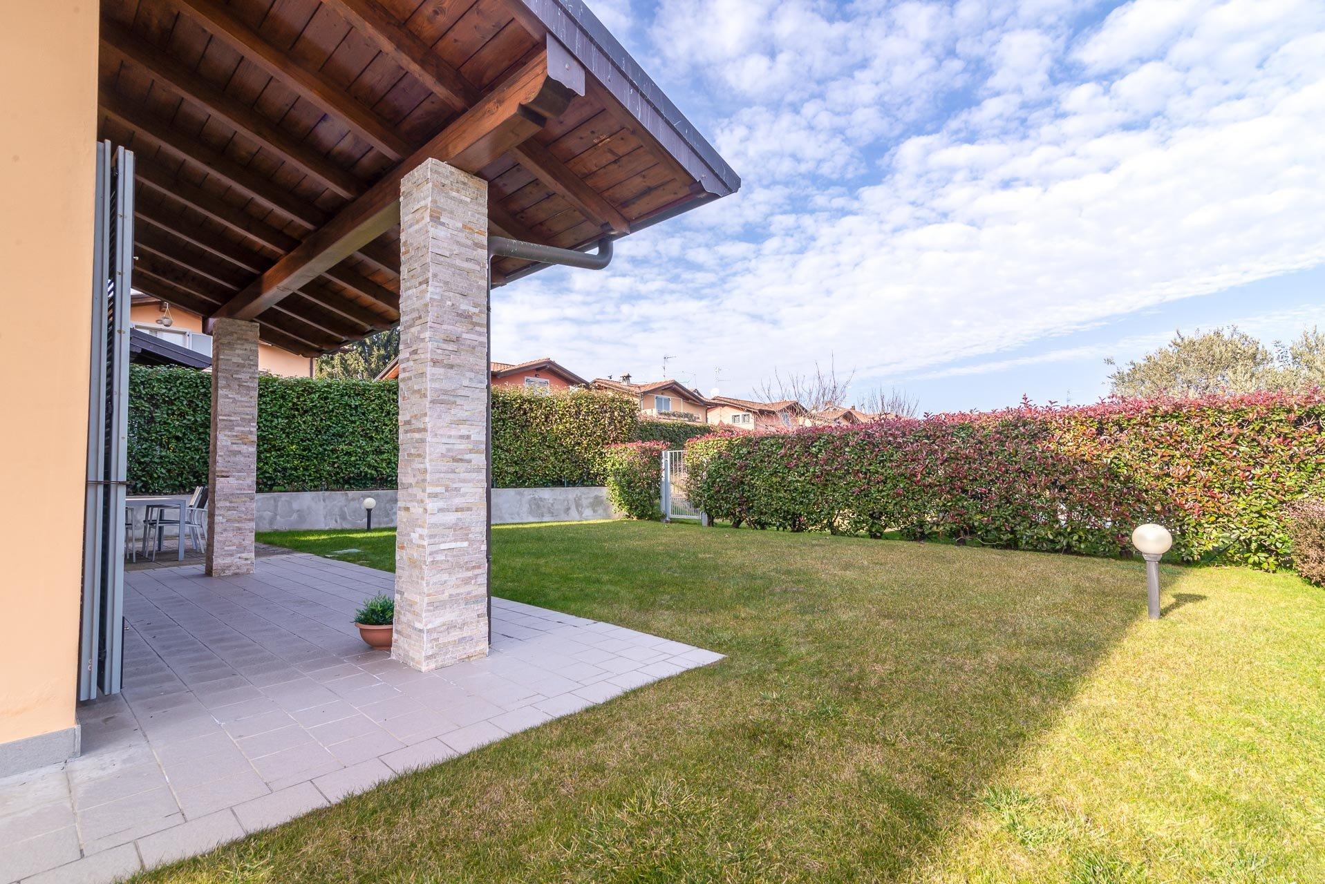 Villa zum Verkauf in Residenz mit Pool in Paruzzaro