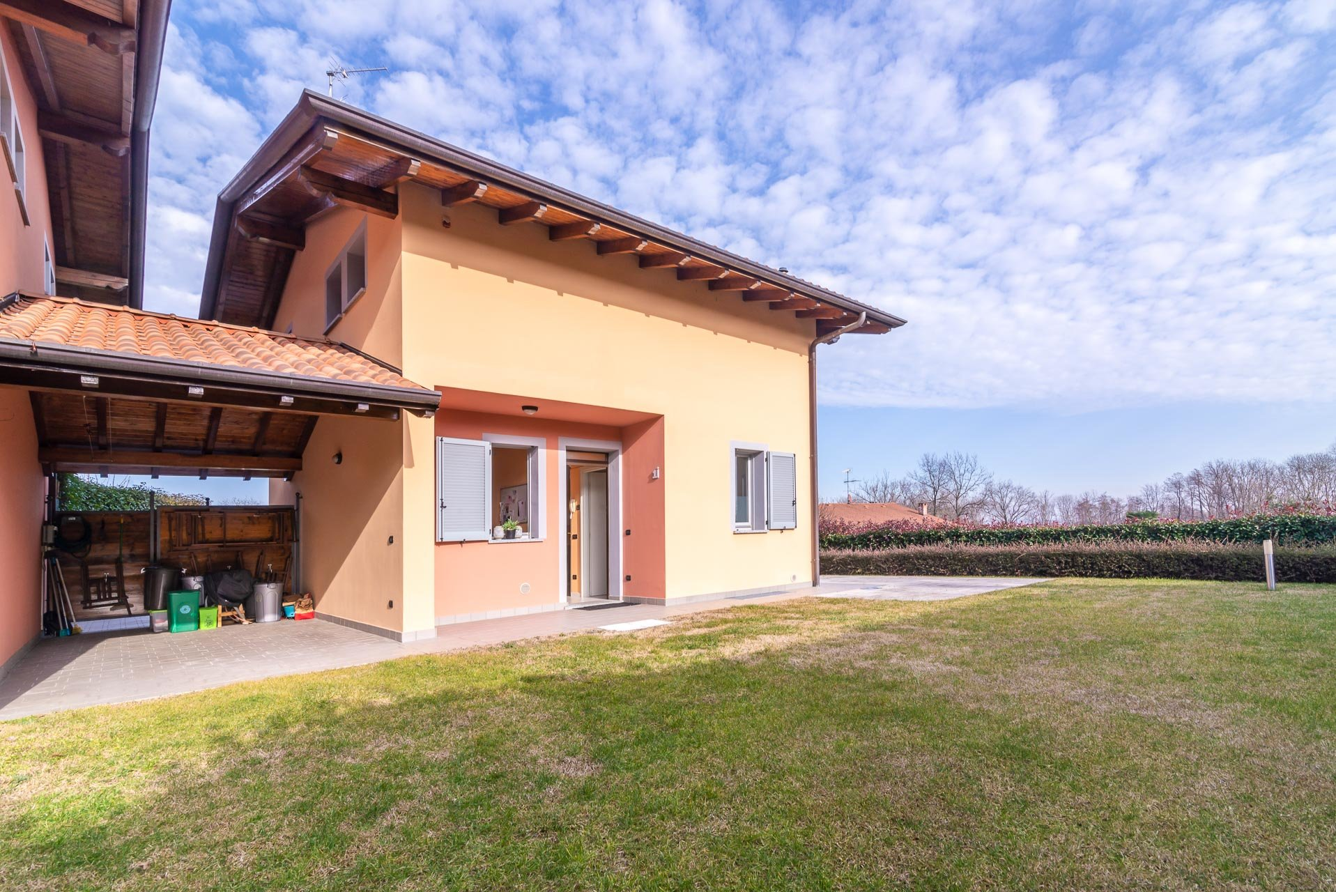 Villa for sale in a residence with swimming pool in Paruzzaro - outside