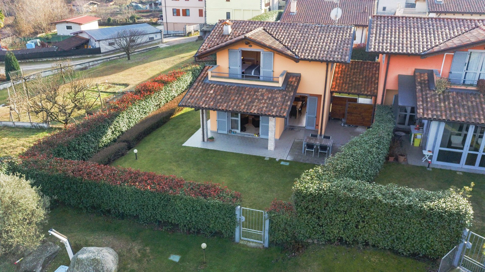 Villa for sale in a residence with swimming pool in Paruzzaro - villa with garden