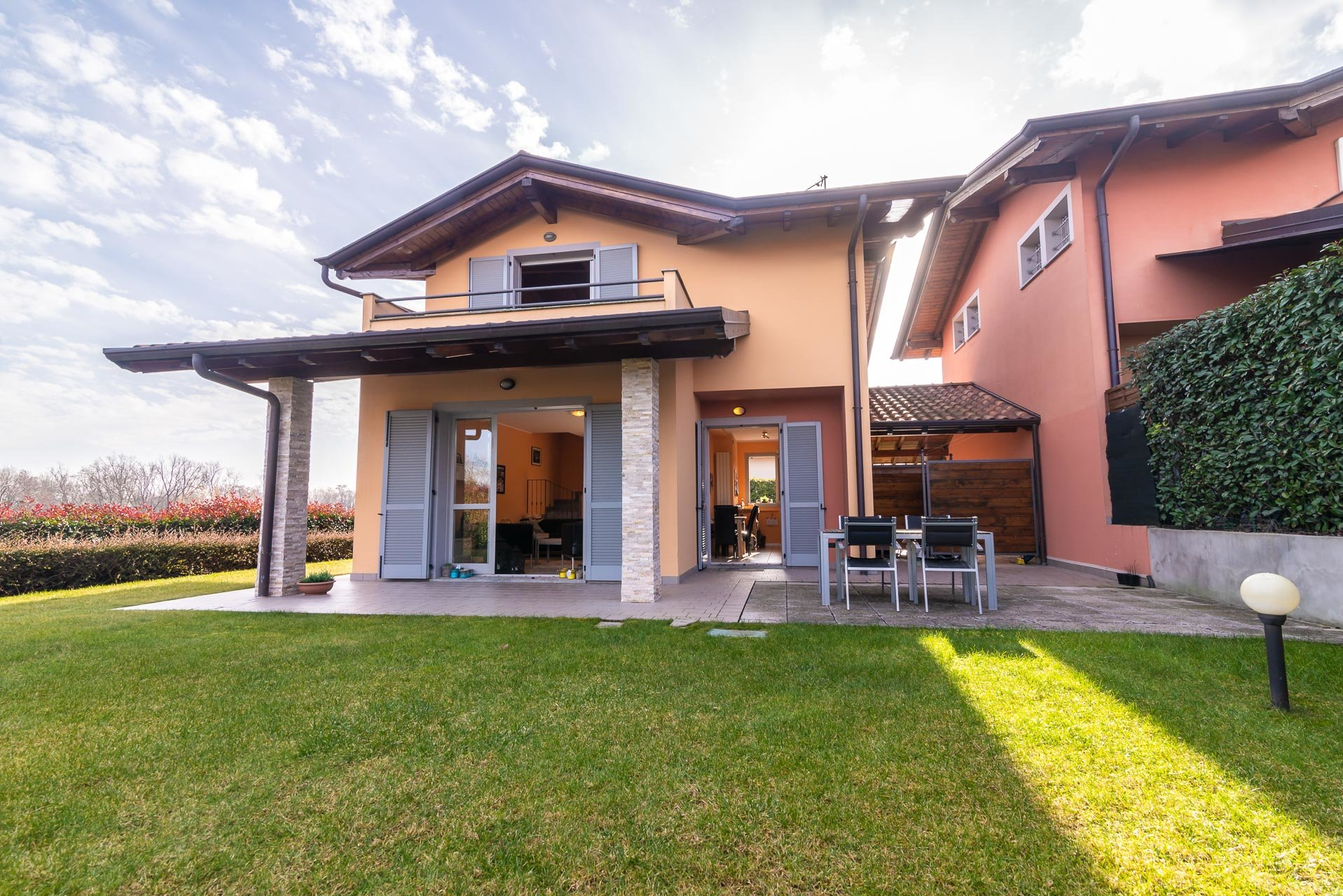Villa for sale in a residence with swimming pool in Paruzzaro -  entrance