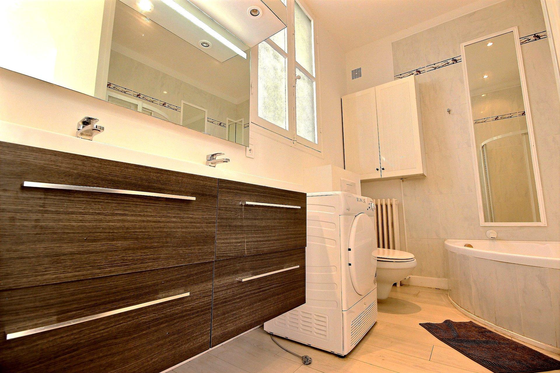Villa med swimmingpool till salu i området Oxford i Cannes