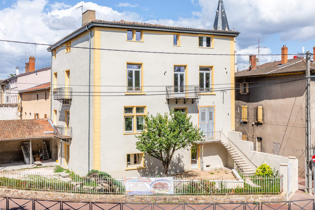Local commercial de 120 m² - Chasselay 69380