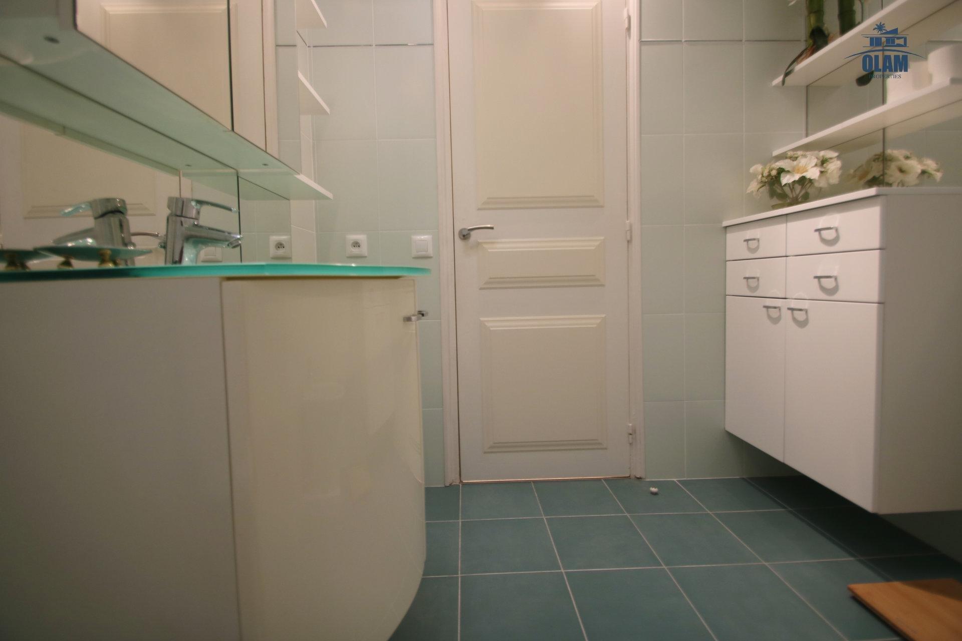Salle de douche en-suite, Cannes, Croisette, Côte d'Azur location saisonnière