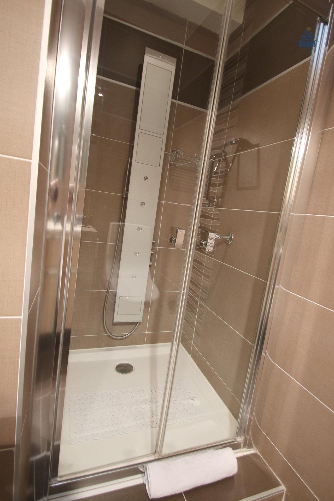 Salle de douche, Cannes, Croisette, Côte d'Azur, location saisonnière