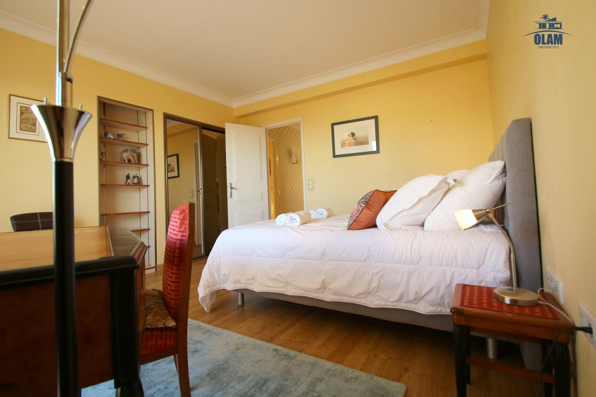 Bedroom, queensize bed, seasonal rental Cannes French Riviera