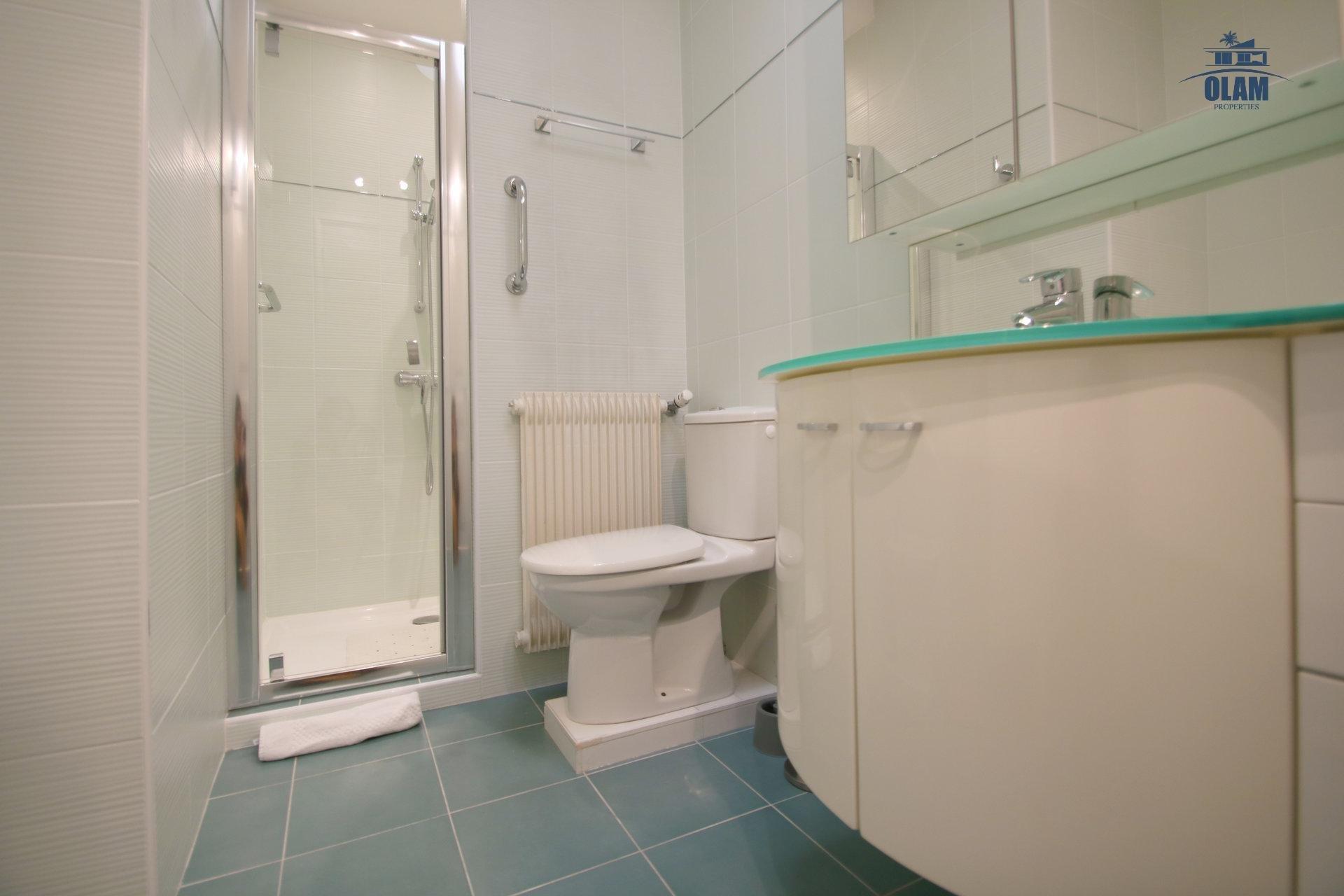 Salle de douche, wc, Cannes, Croisette, Côte d'azur