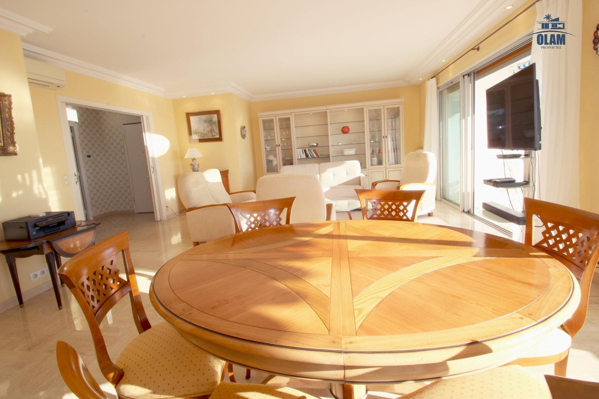 Séjour avec accès à la terrasse, confort, Cannes, Côte d'Azur