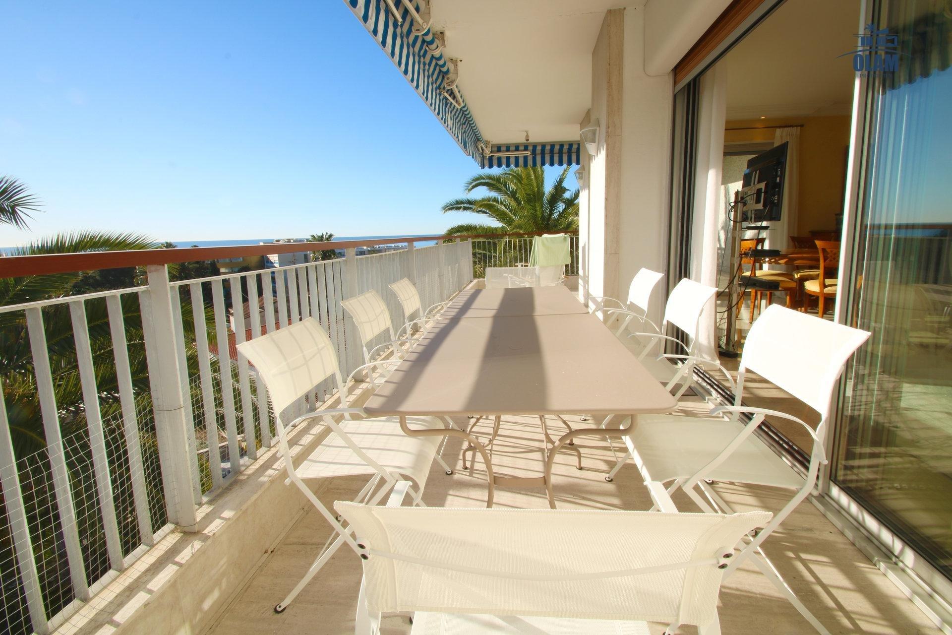 Cannes, terrasse, mobilier d'extérieur, Côte d'Azur, location saisonnière