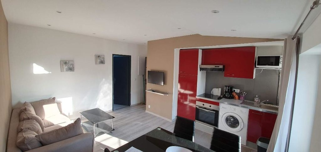Cannes, 2 room rental investment 32 m2